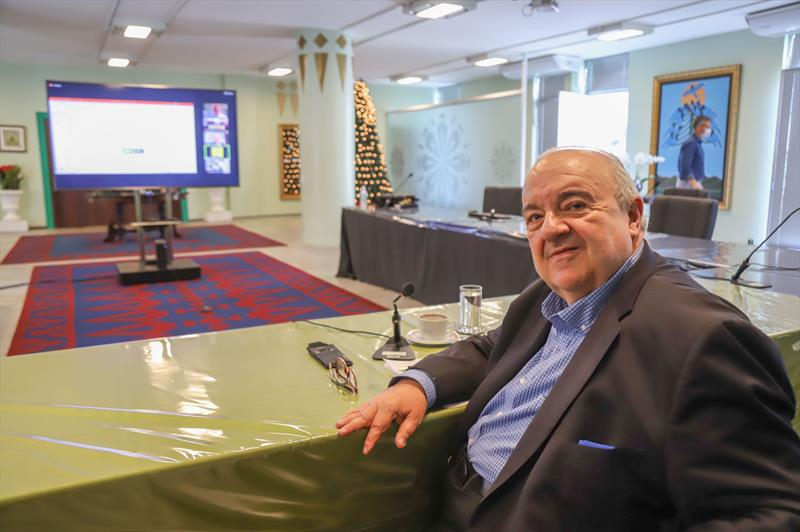 O prefeito Rafael Greca participa por Videoconferência do 92º Encontro Nacional da Indústria da Construção, no  Salão Brasil - Curitiba, 02/12/2020 - Foto: Daniel Castellano / SMCS