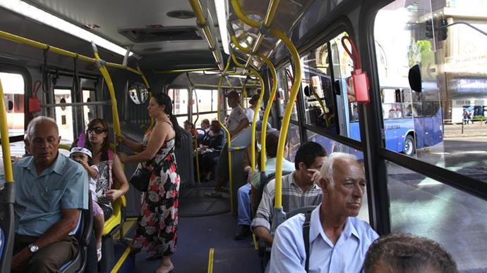 Urbs recomenda que idosos evitem usar ônibus no horário de pico. Foto: Joel Rocha/SMCS (arquivo)