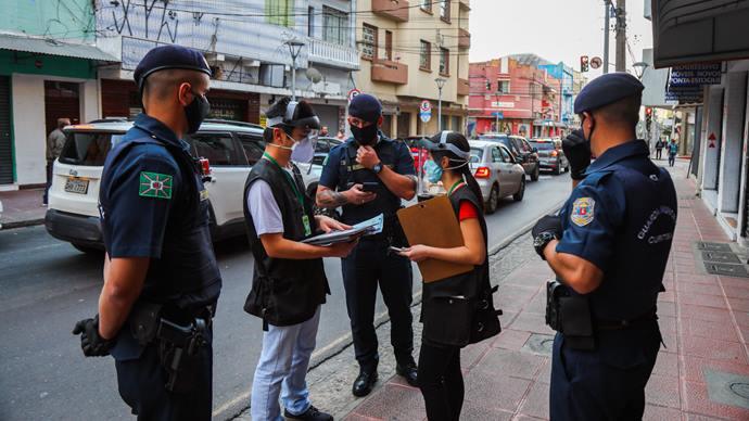 38 estabelecimentos são interditados no fim de semana com maior número de mortes. - Foto: Daniel Castellano/SMCS