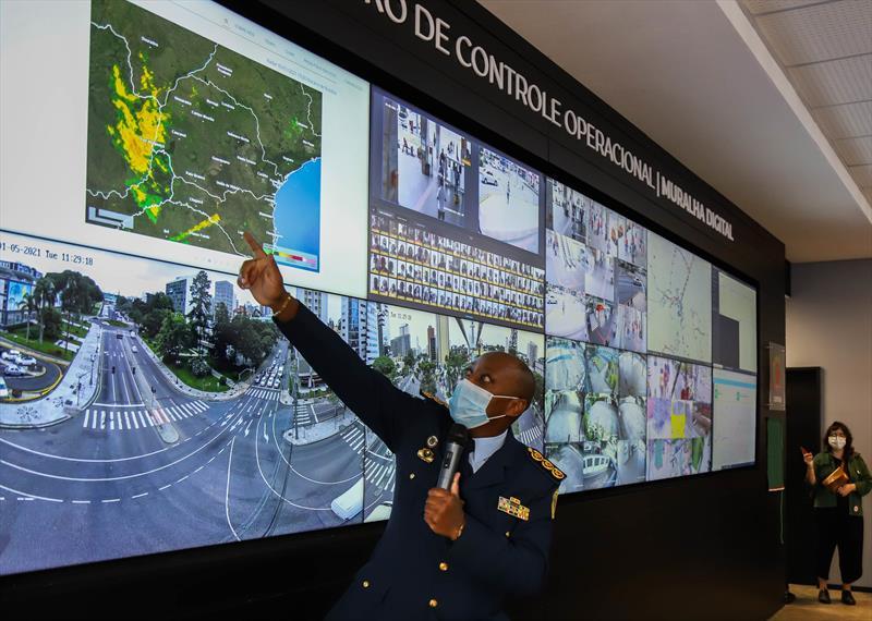 Inauguração do Centro de Controle da Muralha Digital, sistema de monitoramento inteligente com diversas cameras de monitoramento espalhadas pela cidade de Curitiba - Curitiba, 05/01/2021 - Foto: Daniel Castellano / SMCS