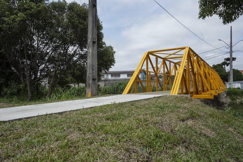 Nova passarela oferece mais segurança a moradores do Bairro Alto. Curitiba, 12/01/2021. Foto: Ricardo Marajó/SMCS