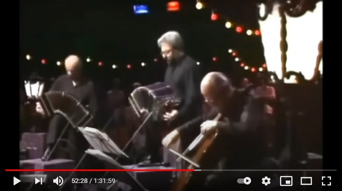 Gravação de Daniel Binelli com Astor Piazzolla exibida na abertura