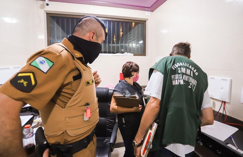 Em quinze dias, R$ 622.500 são aplicados em multas para infratores das medidas anti-covid. - Foto: Daniel Castellano / SMCS