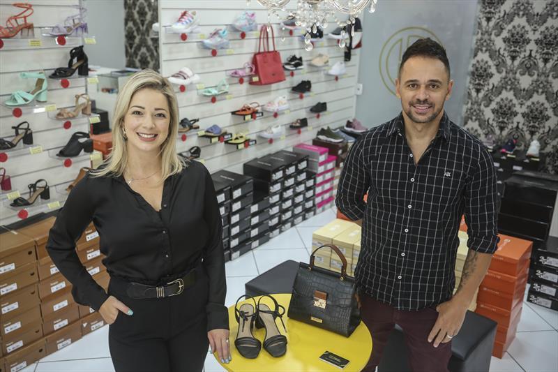O casal Jéssica Sottili e Eder Cardoso, conseguiram empréstimo para sua loja, pelo fundo de Aval da Prefeitura. Curitiba, 20/01/2021. Foto: Luiz Costa/SMCS