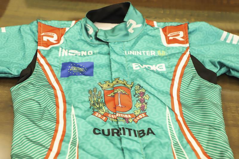 Curitibana Kaká Magno, apresenta o novo uniforme que irá correr em autódromos da Itália. Curitiba, 22/01/2021. Foto: Hully Paiva/SMCS