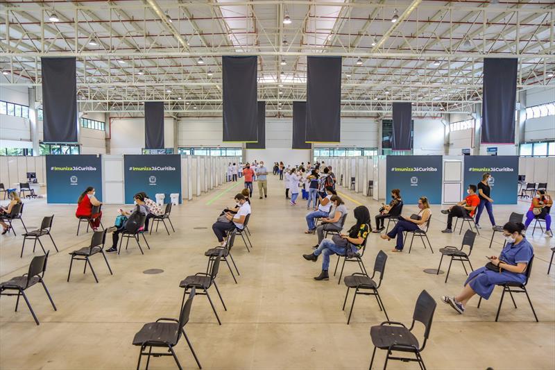 Começou hoje no Pavilhão de Exposições do Parque Barigui, a vacinação dos profissionais de Saúde que estão na linha de frente do combate ao Covid-19 - Curitiba, 25/01/2021 - Foto: Daniel Castellano / SMCS