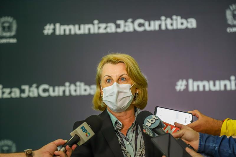 Começou hoje no Pavilhão de Exposições do Parque Barigui, a vacinação dos profissionais de Saúde que estão na linha de frente do combate ao Covid-19. Na imagem Secretária de Saúde Marcia Huçulak - Curitiba, 25/01/2021 - Foto: Daniel Castellano / SMCS