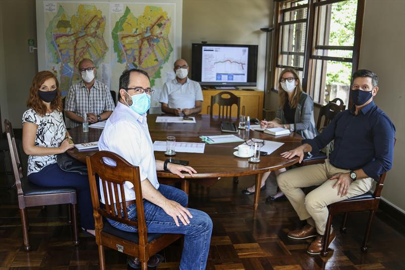 Os representantes do NDB e integrantes do Ippuc apresentaram um balanço da visita ao presidente do Ippuc, Luiz Fernando Jamur, sobre as questões de segurança viária do novo eixo que vai ligar a estação CIC-Norte a Pinhais. Curitiba, 19/02/2021. Foto: Luiz Costa/SMCS