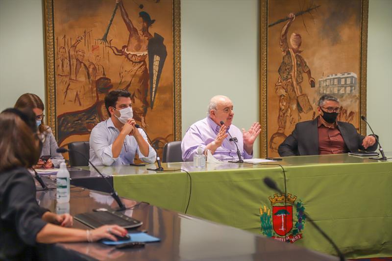 Prefeito Rafael Greca e Vice Prefeito Eduardo Pimentel participam de reunião por videoconferência da Assomec no Salão Brasil - Curitiba, 01/03/2021 - Foto: Daniel Castellano / SMCS