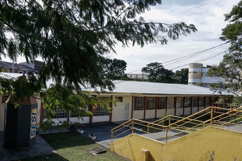 Prefeitura Troca telhado da Escola Municipal Professor Dario Persiano De Castro Velozo na região do CIC. Curitiba. 12/06/2020.  Foto: Ricardo Marajó / SMCS