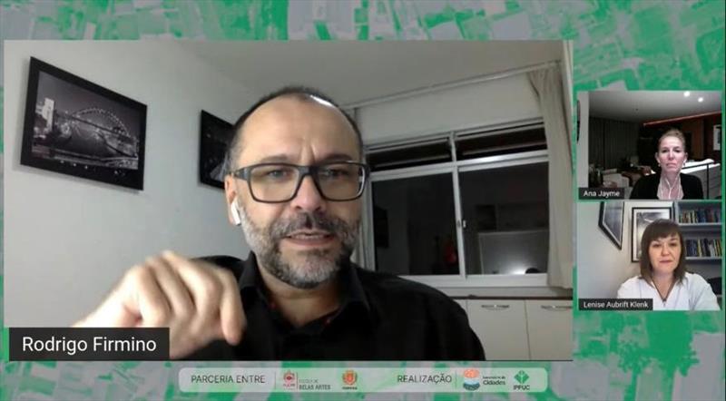 Na segunda aula da Cátedra Curitiba a assessora de Investimentos do Ippuc, Ana Jayme, e o professor de pós-graduação em Gestão Urbana da PUCPR Rodrigo Firmino trataram de projetos urbanos, tendências, desafios da cidade. Foto: Ippuc