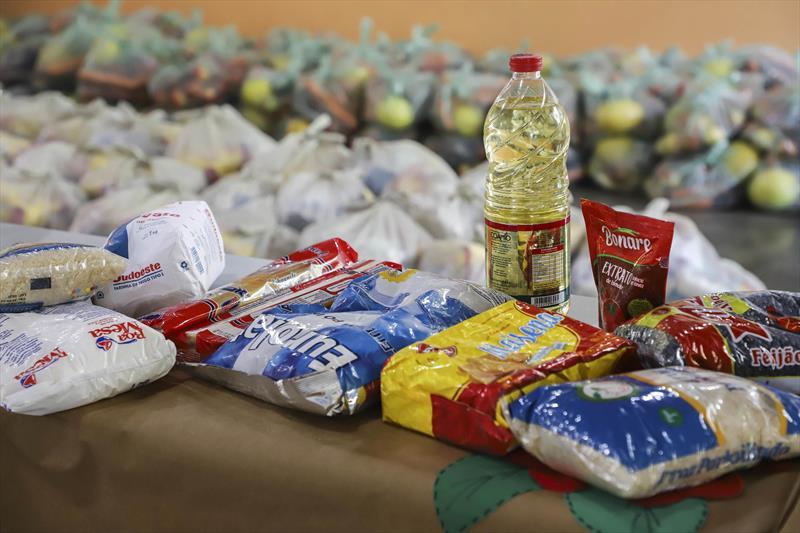 Prefeitura de Curitiba forneceu mais de 1 milhão de kits às famílias de estudantes desde o início da pandemia. Foto: Hully Paiva/SMCS