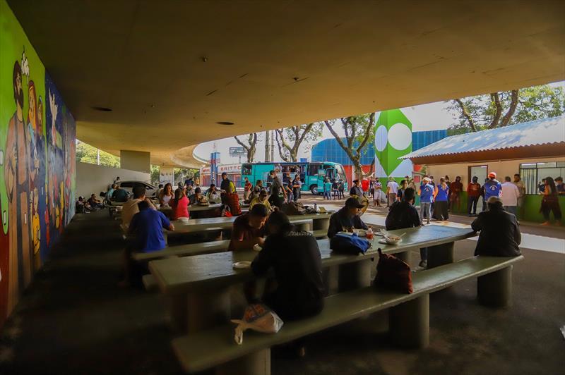 Intervidas propõe atividades culturais à população atendida no Mesa Solidária. - Curitiba, 09/04/2021 - Foto: Daniel Castellano / SMCS