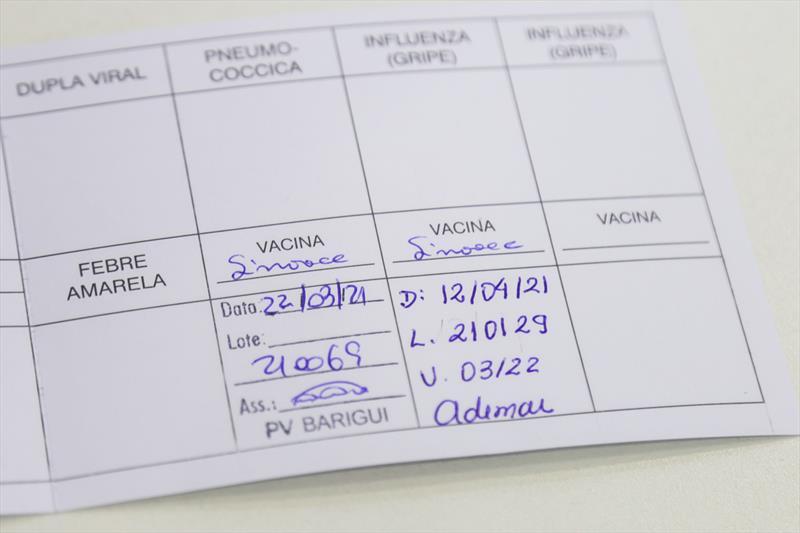 Idosos com 76 anos completos recebem a 2ª dose da vacina nesta segunda. Curitiba, 12/04/2021. Foto: Pedro Ribas/SMCS