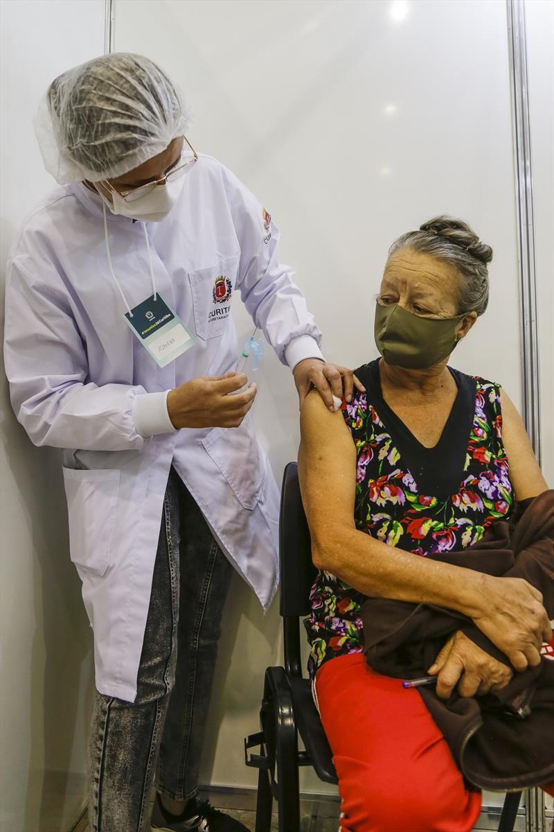 Curitiba retoma aplicação da 1ª dose contra covid-19 neste fim de semana. Foto: Pedro Ribas/SMCS