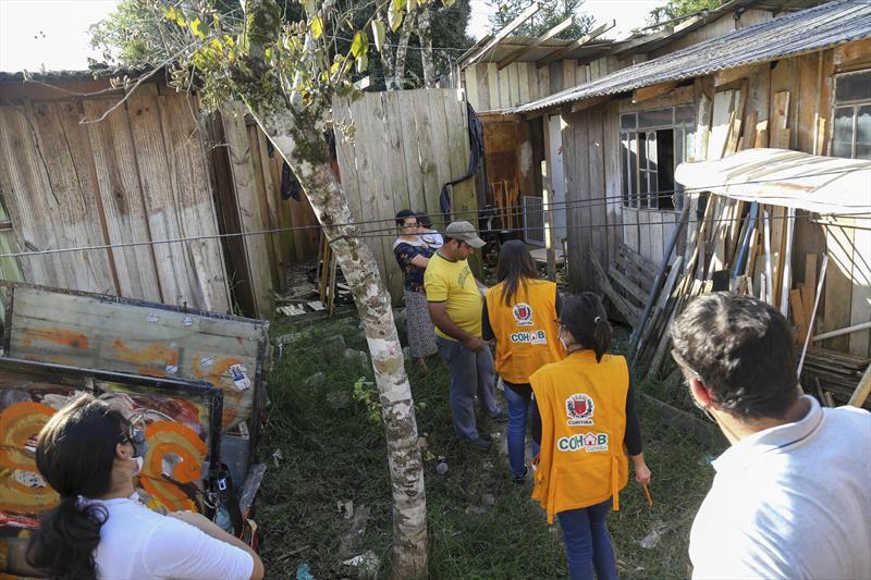 Técnicos da Cohab Curitiba realizaram o mapeamento da Vila Divino, bairro Atuba. Curitiba, 27/04/2021. Foto: Rafael Silva