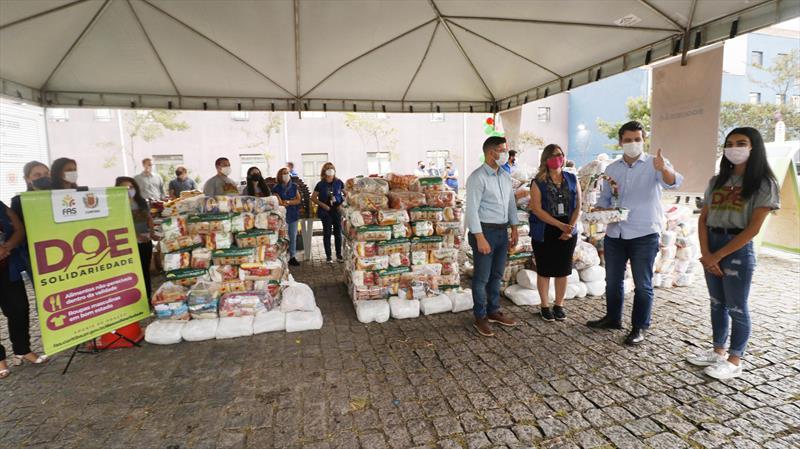 Eduardo Pimentel faz doação de cestas básicas no Drive-Thru Doe Solidariedade na regional do Boqueirão. Curitiba, 06/05/2021. Foto: Lucilia Guimarães/SMCS