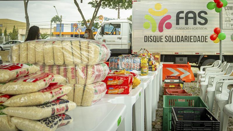 Doe Solidariedade arrecada 145 toneladas de alimentos e 36 mil peças de roupas. Curitiba, 06/05/2021. Foto: Andre Wormsbecker