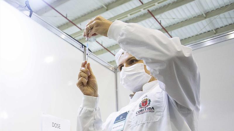 Curitiba abre vacina para pessoas de 59 com comorbidades. Foto: Ricardo Marajó/SMCS