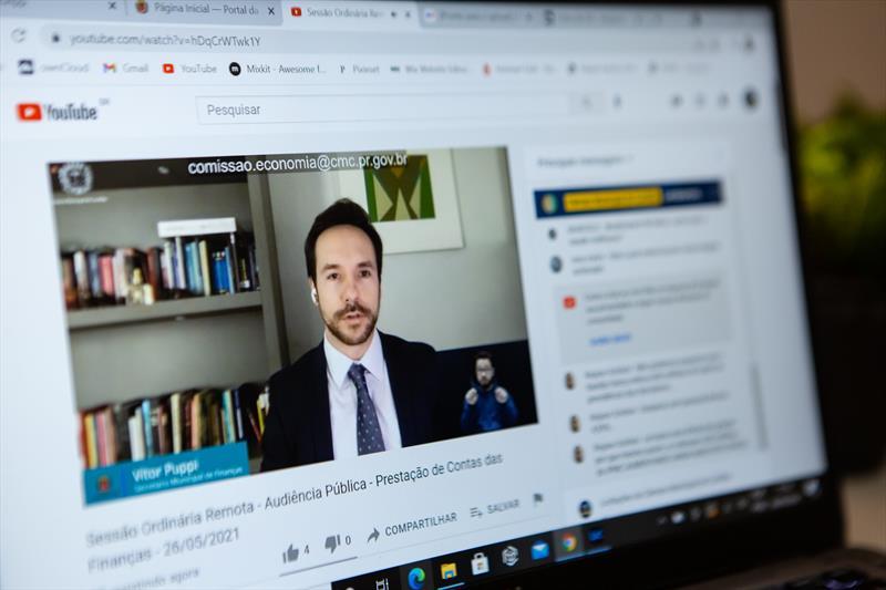 Secretário de Planejamento, Orçamento e Finanças, Vitor Puppi em audiência pública online da Câmara Municipal de Curitiba (CMC).  Foto: CMC