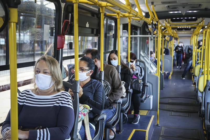 Ônibus circulam com no máximo 50% de ocupação de passageiros. Foto: Luiz Costa/SMCS
