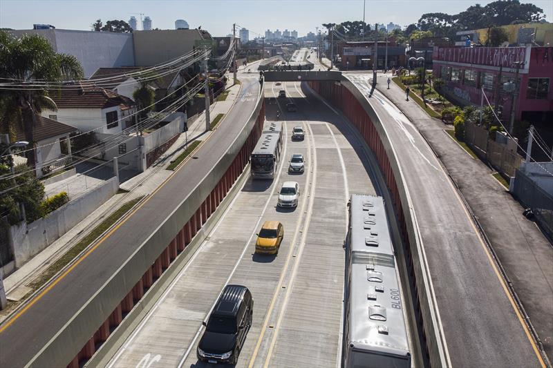 Trincheira reduz tempo de deslocamento em dez linhas de ônibus. Curitiba, 15/06/2021. Foto: Pedro Ribas/SMCS