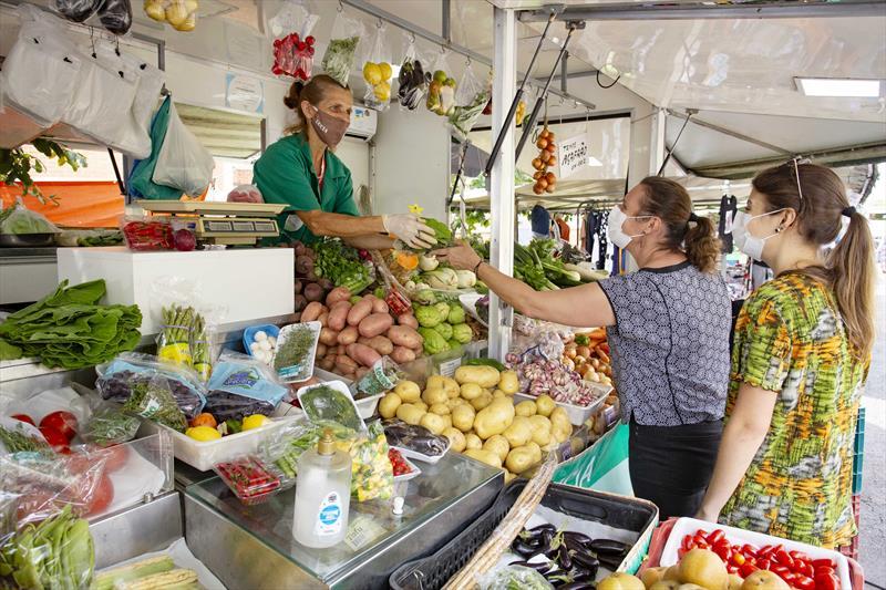Feiras, mercados e sacolões voltam a funcionar aos domingos. Foto: Ricardo Marajó/SMCS