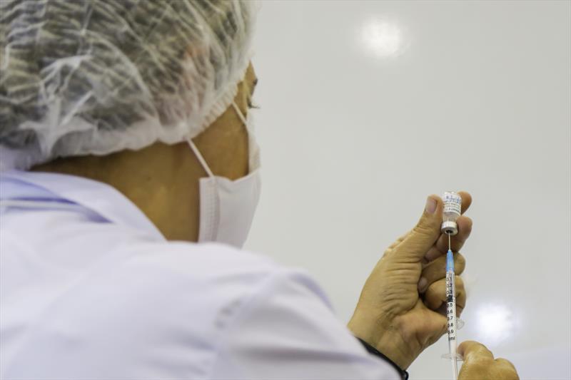 Neste domingo (19/6) estão sendo vacinadasas pessoas com 51 anos completos ou mais. Foto: Pedro Ribas/SMCS