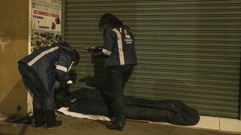Prefeitura quase triplica número de equipes para resgatar pessoas em situação de rua.  Foto: Ricardo Marajó/SMCS