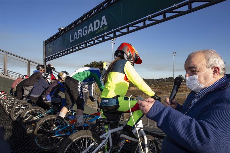 Prefeito Rafael Greca, inaugura a Pista Municipal de BMX Supercross de Curitiba (bicicross), a nova pista de BMX fica no Parque Olímpico do Cajuru, antigo Parque dos Peladeiros, na Regional Cajuru. Curitiba, 22/07/2021. Foto: Ricardo Marajó/SMCS