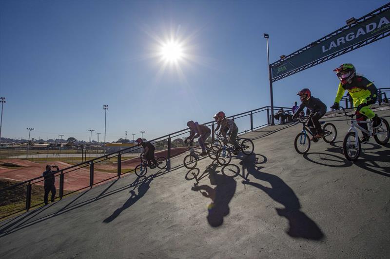Inauguração da Pista Municipal de BMX Supercross de Curitiba (bicicross)  a nova pista de BMX fica no Parque Olímpico do Cajuru, antigo Parque dos Peladeiros, na Regional Cajuru. Curitiba, 22/07/2021. Foto: Ricardo Marajó/SMCS