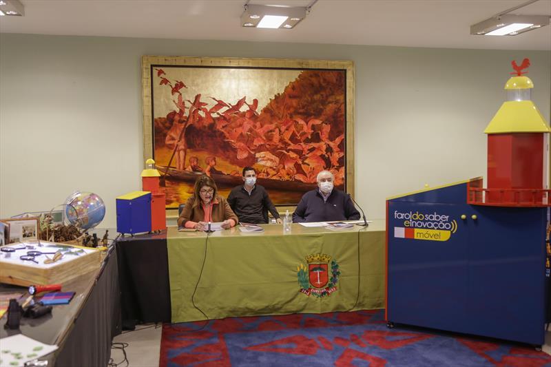 Prefeito Rafael Greca lança com a secretária da Educação, Maria Silvia Bacila e o vereador Pier Petuzziello, o Farol do Saber e Inovação Móvel. Curitiba, 26/07/2021. Foto: Pedro Ribas/SMCS