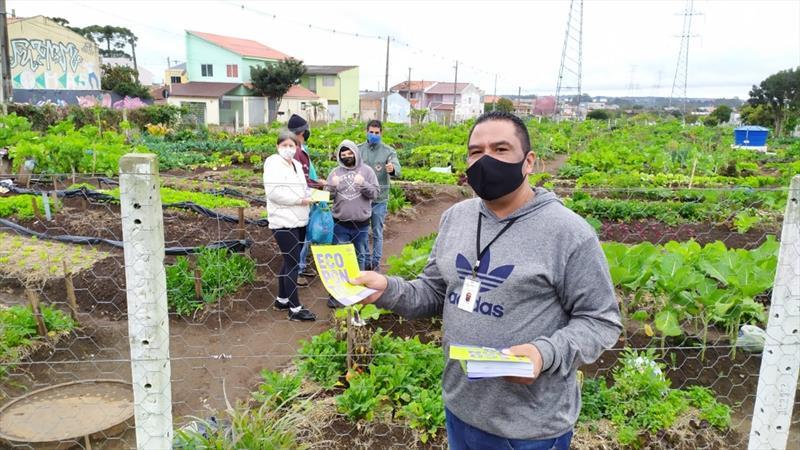 Gestores da Administração Regional do Cajuru percorreram o entorno do Ecoponto para explicar o novo serviço. Foto: Divulgação