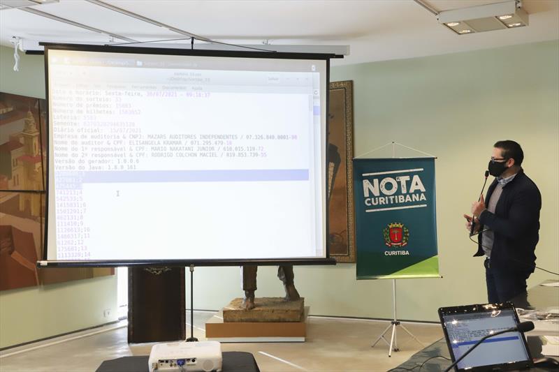 Conheça os números do 33º sorteio do Nota Curitibana e saiba se foi premiado. Curitiba, 30/07/2021.  Foto: Hully Paiva/SMCS