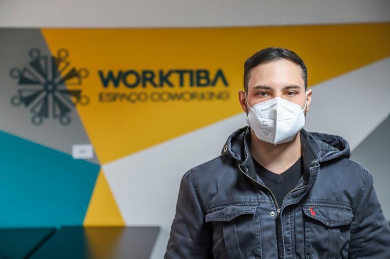 Rafael Sureck também é sócio da startup UnboxCoffee, ecommerce de cafés artesanais brasileiros que está instalado no Worktiba Cine Passeio. Foto: Divulgação