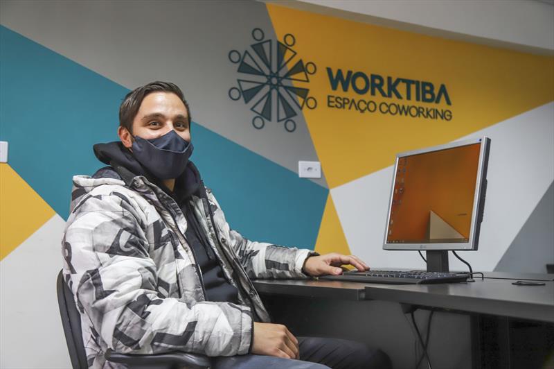 Ampreendedores e startups que estão no Worktiba Cine Passeio. Na imagem Thales Cândido Gonçalvez da UnboxCoffee - Curitiba, 29/07/2021 - Foto: Daniel Castellano / SMCS