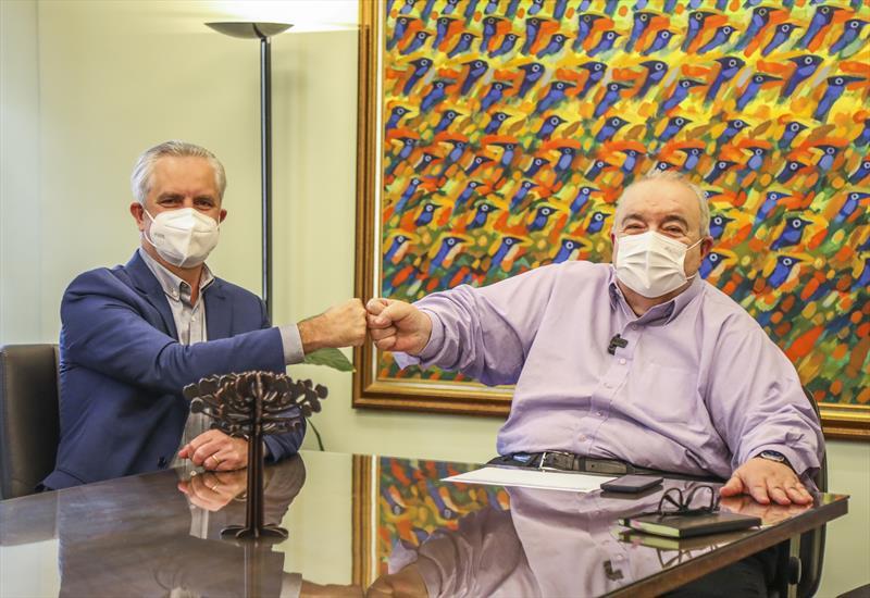 Prefeito Rafael Greca recebe o Prefeito de Maringá Ulisses Maia em seu gabinete - Curitiba, 24/08/2021 - Foto: Daniel Castellano / SMCS