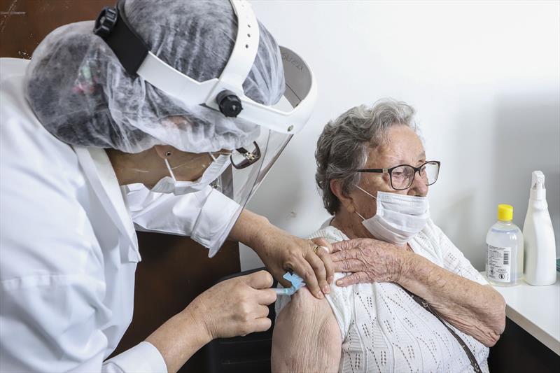 Curitiba começa aplicar dose de reforço da vacina anticovid nesta segunda-feira. Foto: Hully Paiva/SMCS