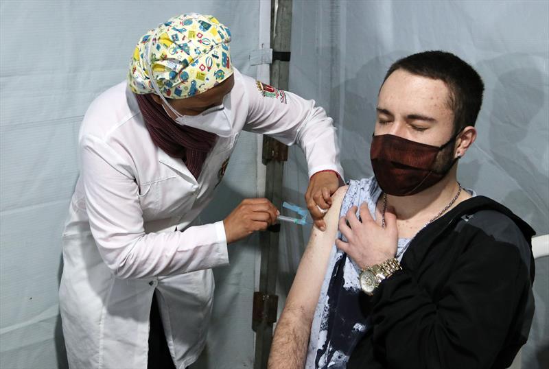 Saúde vacina nascidos no 2º semestre de 2000 na quinta e 2001 inteiro na sexta. Foto: Lucilia Guimarães/SMCS