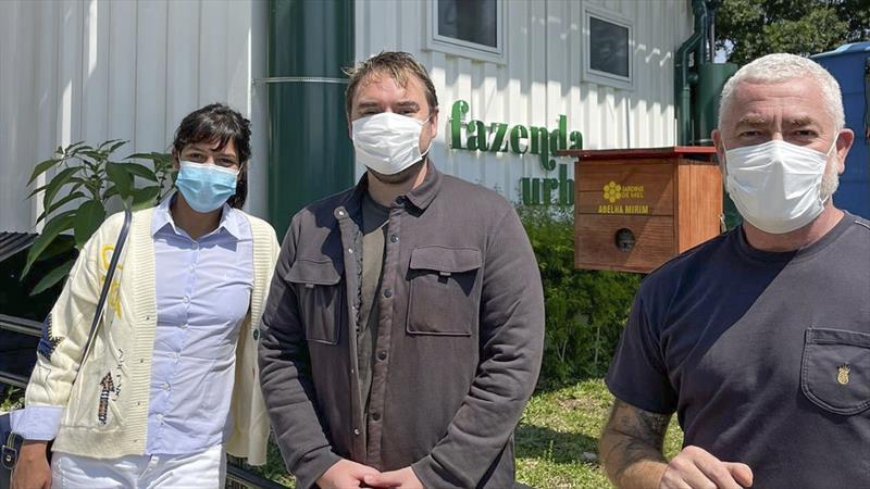 Alex Atala, Manu Buffara e Felipe Thiago de Jesus, diretor da SMSAN. Foto: Divulgação