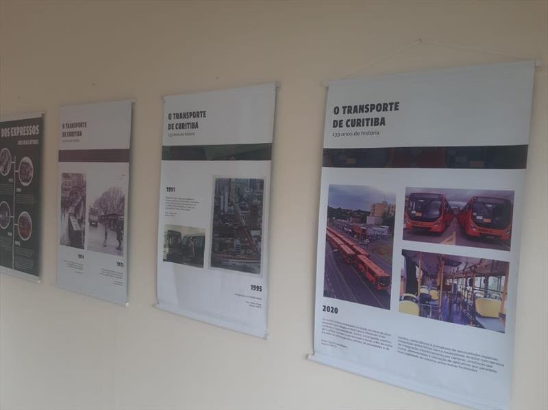 Exposição sobre a história do transporte na Regional Santa Felicidade. Foto: Divulgação