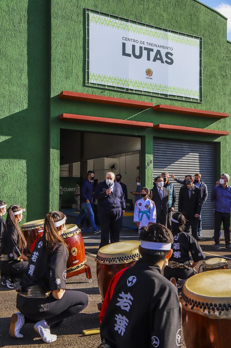 Prefeito Rafael Greca durante inauguração do Clube de Lutas Tatuquara, uma parceria entre a Prefeitura e a Federação Paranaense de Judô., que vai oferecer opções de esportes para os moradores do Bairro Tatuquara - Curitiba, 23/09/2021 - Foto: Daniel Castellano / SMCS