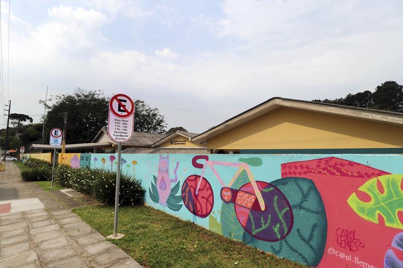 Pintura no muro da Escola Mirazinha Braga. Curitiba, 21/09/2021. Foto: Lucilia Guimarães/SMCS