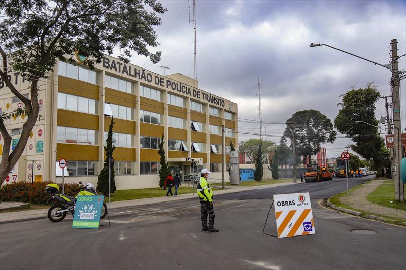 Ruas Marechal José Agostinho dos Santos e Professora Antônia Reginato Vianna ganham asfalto novo no Bairro Capão da Imbuia  - Curitiba, 24/09/2021 - Foto: Daniel Castellano / SMCS