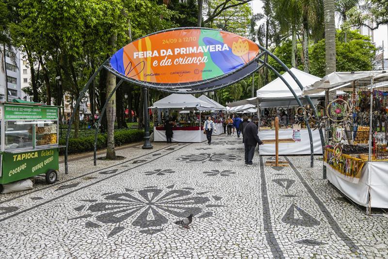 Feira da Primavera e da Criança na Praça Osório, no Centro. Curitiba, 05/10/2021. Foto: Pedro Ribas/SMCS
