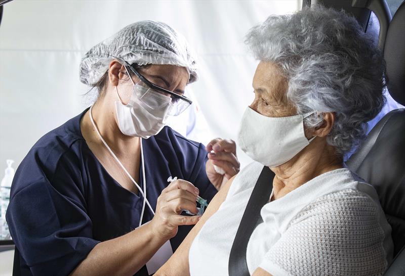 Nesta quarta, dose de reforço é para idosos vacinados com segunda dose até 15 de abril. Foto: Ricardo Marajó/SMCS