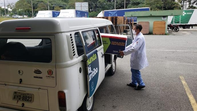 Curitiba recebeu, nova remessa da vacina que imuniza contra o novo coronavírus, que serão destinadas a retomada da vacinação de idosos e trabalhadores da saúde. Curitiba, 25/02/2021. Foto: Divulgação