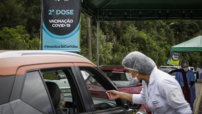 Vacinação em Curitiba apenas segue com segunda dose. Curitiba, 12/04/2021. Foto: Pedro Ribas/SMCS