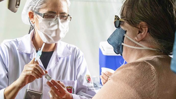 Com menos do que o previsto, Curitiba inicia vacinação de comorbidades. Foto: Ricardo Marajó/SMCS