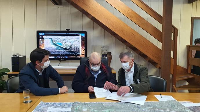 O prefeito Rafael Greca e o vice Eduardo Pimentel receberam o deputado Federal Luizão Goulart no Ippuc. - Foto: Divulgação/Ippuc